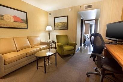 Drury Suites Paducah - Two-room Suite Guestroom