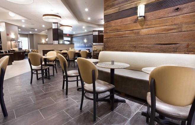 Drury Inn & Suites Louisville North - Dining Area