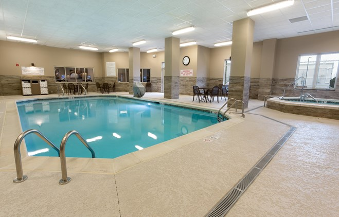 Drury Inn & Suites Louisville North - Indoor Pool