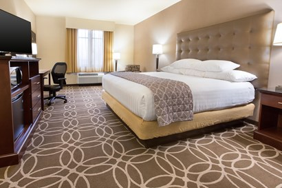 Drury Inn & Suites Louisville North - Deluxe King Guestroom