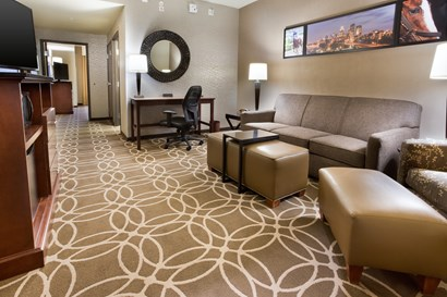 Drury Inn & Suites Louisville North - Two-room Suite Guestroom