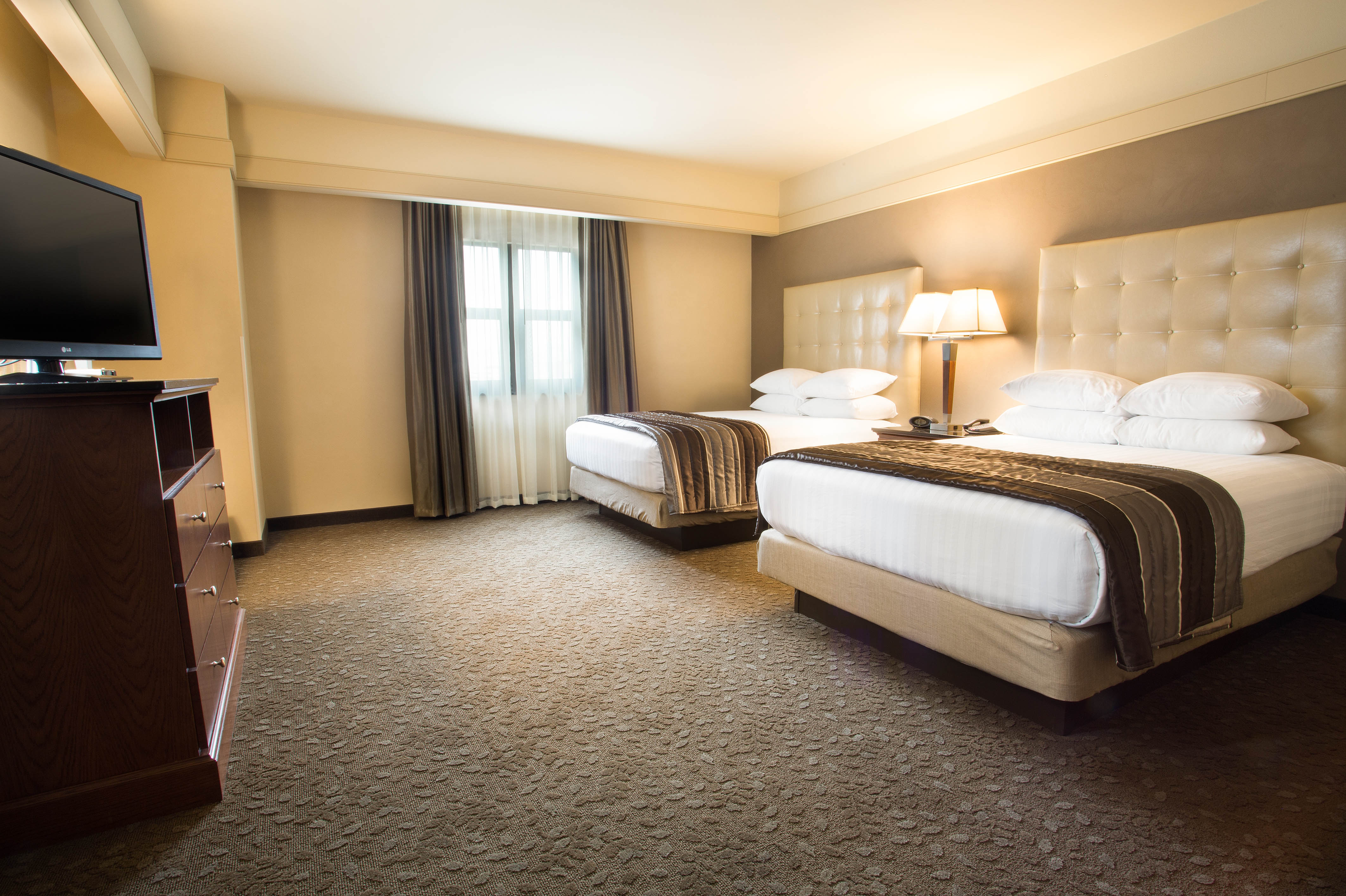 ... Drury Inn U0026 Suites New Orleans   Deluxe King Guestroom ...