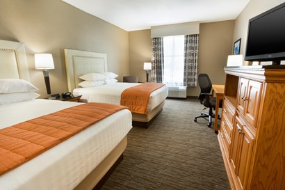 Drury Inn & Suites Lafayette - Deluxe Queen Guestroom