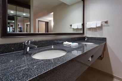 Drury Inn & Suites Denver near the Tech Center - Bathroom