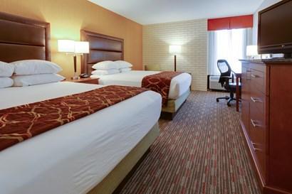Drury Inn & Suites Denver near the Tech Center - Deluxe Queen Guestroom