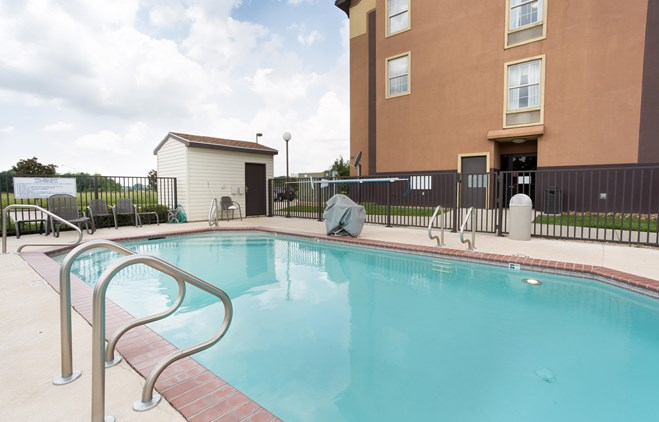 Pear Tree Inn Lafayette - Outdoor Pool