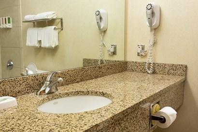 Pear Tree Inn Lafayette - Bathroom