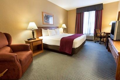 Pear Tree Inn Lafayette - Deluxe King Guestroom