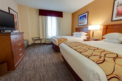 Drury Inn & Suites Baton Rouge - Two-room Suite Guestroom