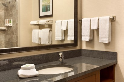 Drury Inn & Suites Brentwood - Bathroom