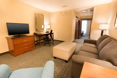 Drury Inn & Suites Brentwood - Two-room Suite Guestroom