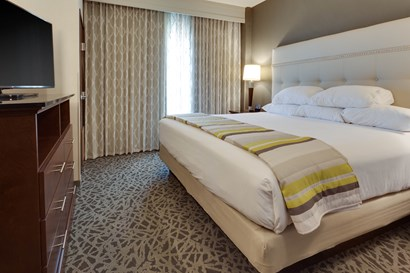 Drury Plaza Cape Girardeau - Two-room Suite Guestroom