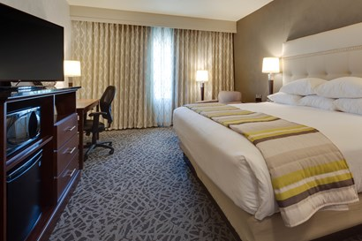 Drury Plaza Cape Girardeau - Deluxe King Guestroom
