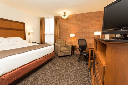 Drury Inn & Suites Troy - Deluxe King Guestroom