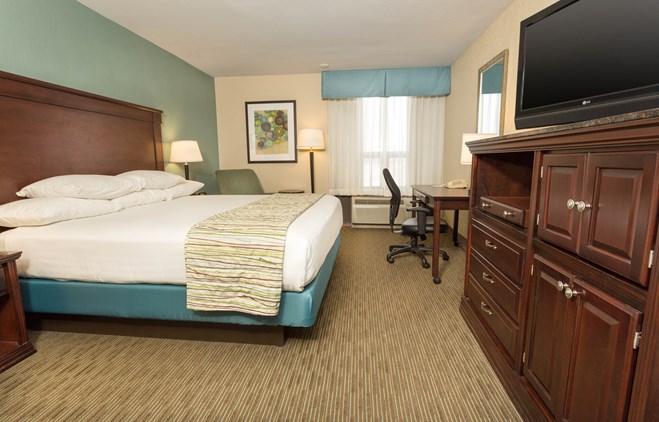 Drury Inn & Suites Troy - Deluxe King Guestroom