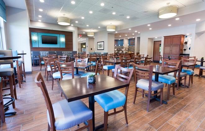 Drury Inn & Suites Grand Rapids - Dining Area