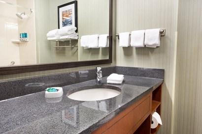 Drury Inn & Suites Grand Rapids - Bathroom