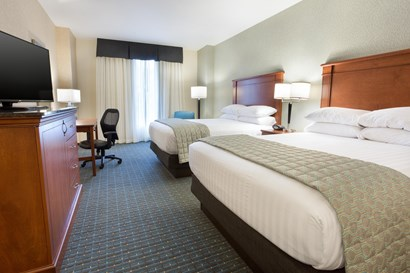 Drury Inn & Suites Grand Rapids - Deluxe Queen Guestroom