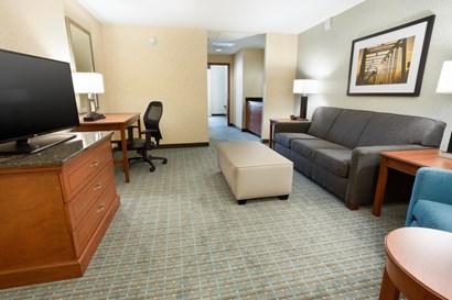 Drury Inn & Suites Grand Rapids - Two-room Suite Guestroom