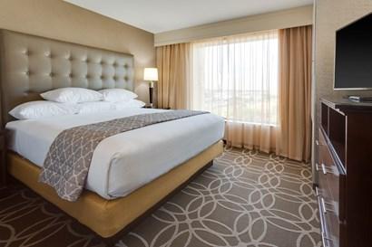 Drury Inn & Suites Dallas Frisco - Two-room Suite Guestroom