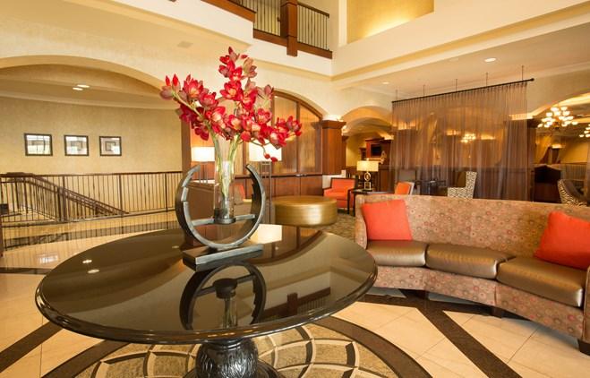 Drury Plaza Hotel Chesterfield Lobby