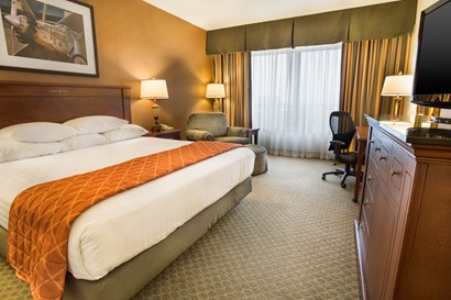 Drury Plaza Hotel Chesterfield - Deluxe King Guestroom