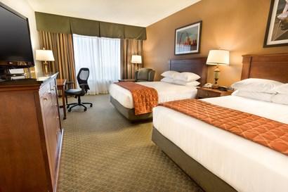 Drury Plaza Hotel Chesterfield - Deluxe Queen Guestroom