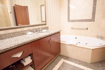 Drury Plaza Hotel Chesterfield - Bathroom