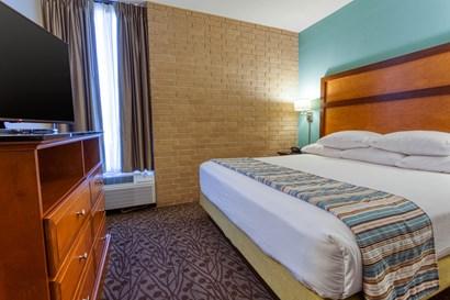 Drury Inn & Suites Atlanta Morrow - Two-room Suite Guestroom