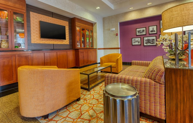Drury Inn & Suites Indianapolis Northeast - Lobby
