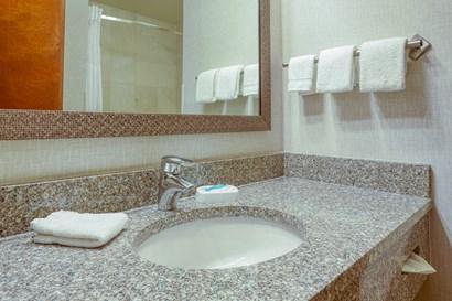 Drury Inn & Suites Indianapolis Northeast - Bathroom