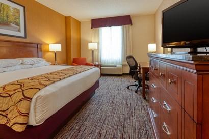 Drury Inn & Suites Indianapolis Northeast - Deluxe King Guestroom