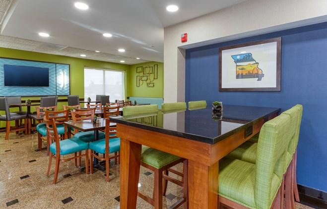 Drury Inn & Suites St. Louis Fenton - Dining Area