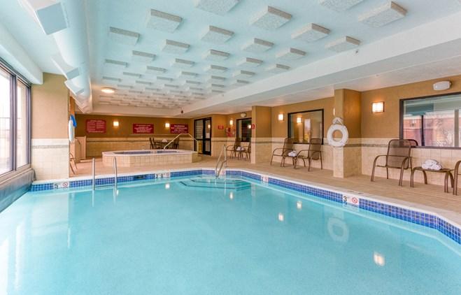 Drury Inn & Suites St. Louis Fenton - Indoor/Outdoor Pool