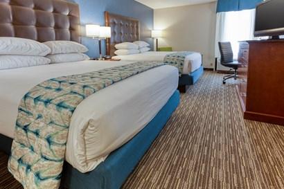 Drury Inn & Suites St. Louis Fenton - Deluxe Queen Guestroom