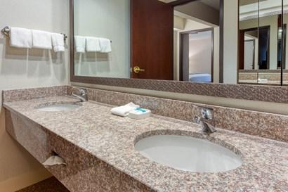 Drury Inn & Suites St. Louis Fenton - Bathroom