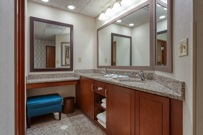 Drury Plaza Hotel St. Louis Chesterfield - Bathroom