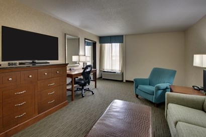 Drury Inn & Suites Cape Girardeau - Two-room Suite Guestroom