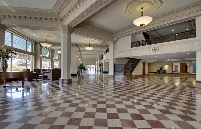 Drury Plaza Hotel Broadview Wichita - Lobby
