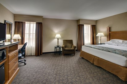 Drury Plaza Hotel Broadview Wichita - Deluxe King Guestroom