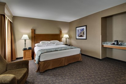 Drury Plaza Hotel Broadview Wichita - Deluxe King Guestroom