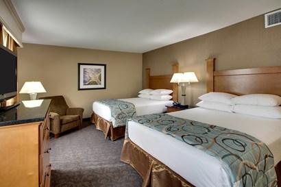 Drury Plaza Hotel Broadview Wichita - Deluxe Queen Guestroom