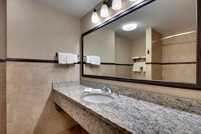 Drury Plaza Hotel Broadview Wichita - Bathroom