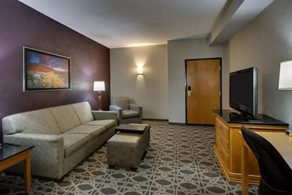 Drury Inn & Suites Albuquerque - Two-room Suite Guestroom