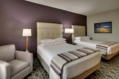Drury Inn & Suites Albuquerque - Deluxe Queen Guestroom