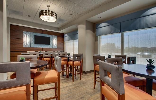 Drury Inn & Suites Iowa City Coralville - Dining Area