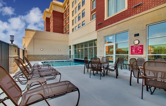 Drury Inn & Suites Iowa City Coralville - Indoor/Outdoor Pool