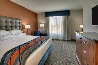 Drury Inn & Suites Iowa City Coralville - Deluxe King Guestroom