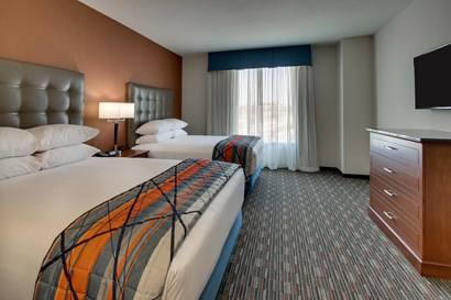 Drury Inn & Suites Iowa City Coralville - Two-room Suite Guestroom
