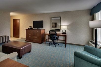 Drury Inn & Suites Houston Hobby - Two-room Suite Guestroom
